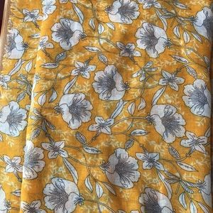 MARCUS ADLER scarf floral gold yellow white gray